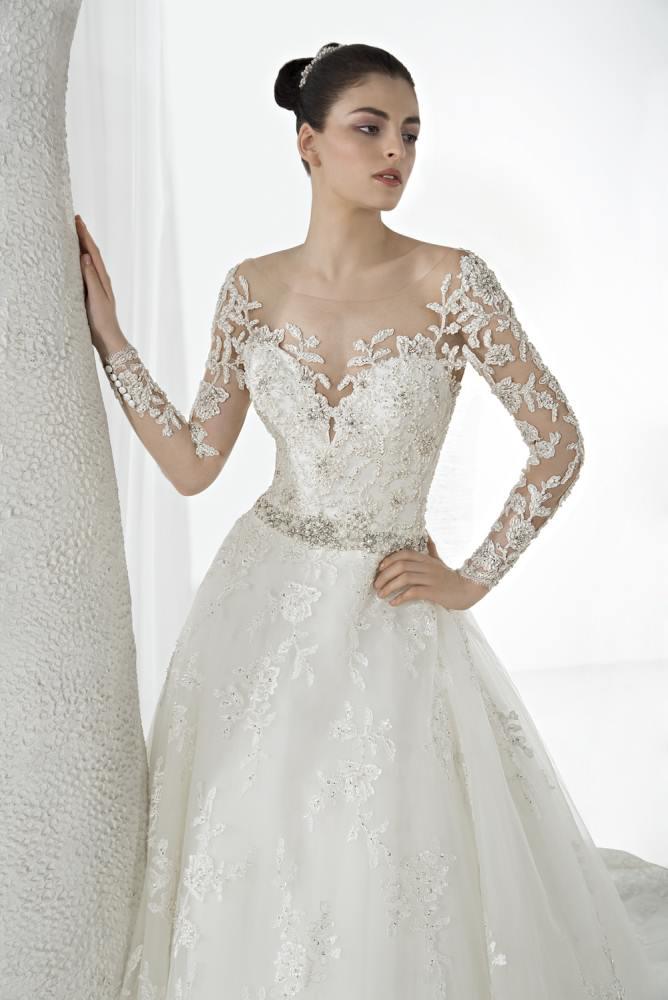 9c88753240 Gyönyörű esküvői ruha és menyasszonyi ruha kínálattal várunk Budapest  körútján. Templomi esküvőre, polgári szertartásra egyaránt a legszebb  menyasszonyi ...